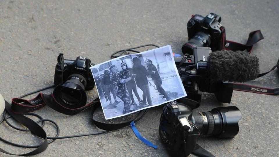 Photojournalists place their cameras on the ground at the Interior Ministry to denounce police violence against journalists. Beirut, Lebanon. January 17, 2020. (Alternative Journalists Syndicate)