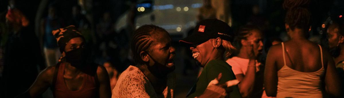 Kenyan domestic workers hold a sustained sit-in in front of their consulate in Badaro to demand immediate repatriation to their country. Beirut, Lebanon. August 11, 2020. (Mohamad Cheblak/The Public Source)